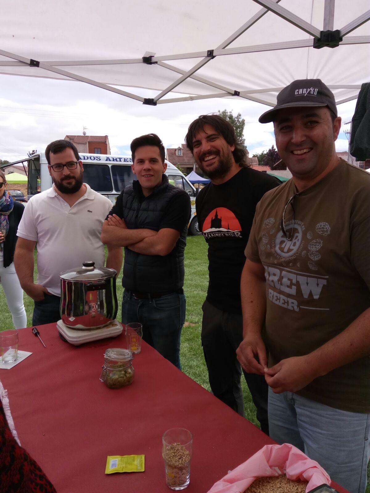 Foto 3: Asociación de Cerveceros Caseros Españoles (Delegación de Segovia). De izquierda a derecha: Rockberto Boquerone, Javi Blasco, Anselmo - Hanselbier, Don Paco